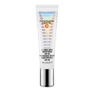 Mac Lightful C tinted Cream Medium